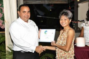 Erna Li, Sunshine Market receiving Award from Lieutenant Governor of Bonaire Mr Edison Rijna